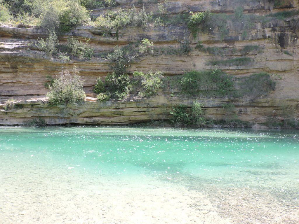 6 piscinas naturales para esconderse de la primera ola de for Piscinas naturales horcajo de la sierra
